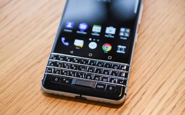 第一批上市的黑莓手机上为什么没有app world?
