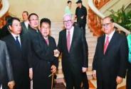 中国第一首善曝光,他的一席话令巴菲特和比尔盖茨都沉默了!
